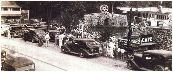 2_cars_on_mother_road_1930_mini